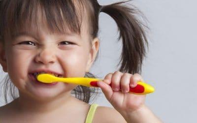 أهمية الأسنان اللبنية وأسلوب العنايه بها